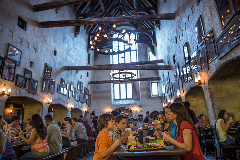 The Wizarding World of Harry Potter – Diagon Alley – Leaky Cauldron